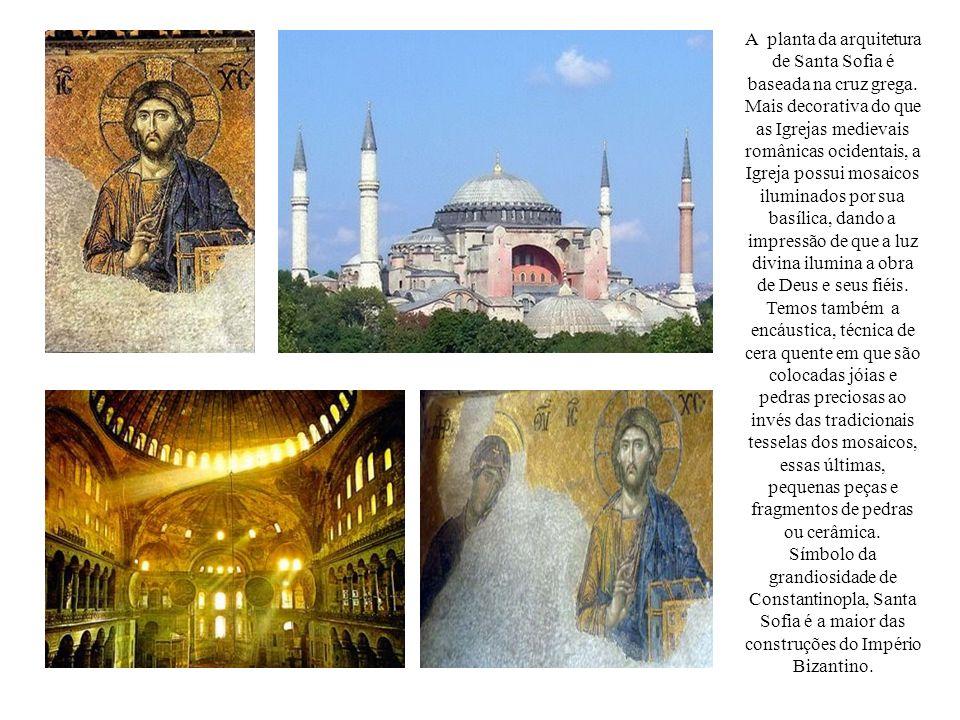 A planta da arquitetura de Santa Sofia é baseada na cruz grega. Mais decorativa do que as Igrejas medievais românicas ocidentais, a Igreja possui mosa