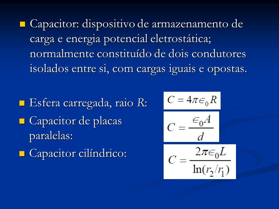 Capacitor: dispositivo de armazenamento de carga e energia potencial eletrostática; normalmente constituído de dois condutores isolados entre si, com