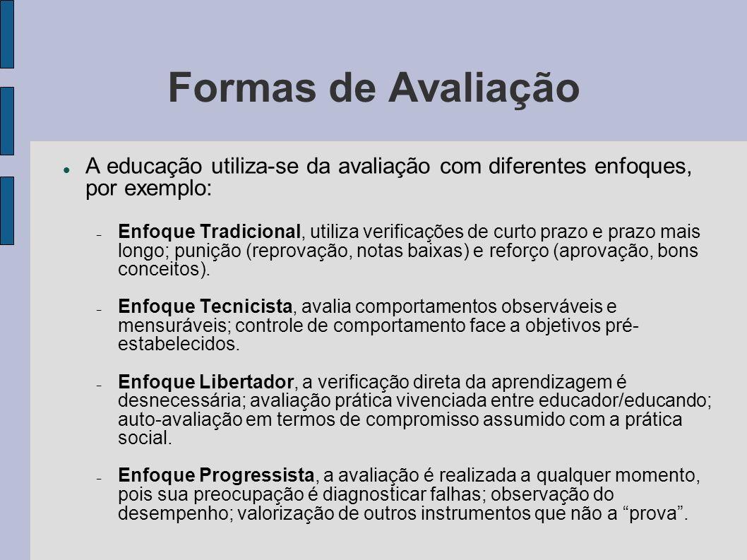 Formas de Avaliação A educação utiliza-se da avaliação com diferentes enfoques, por exemplo: – Enfoque Tradicional, utiliza verificações de curto praz