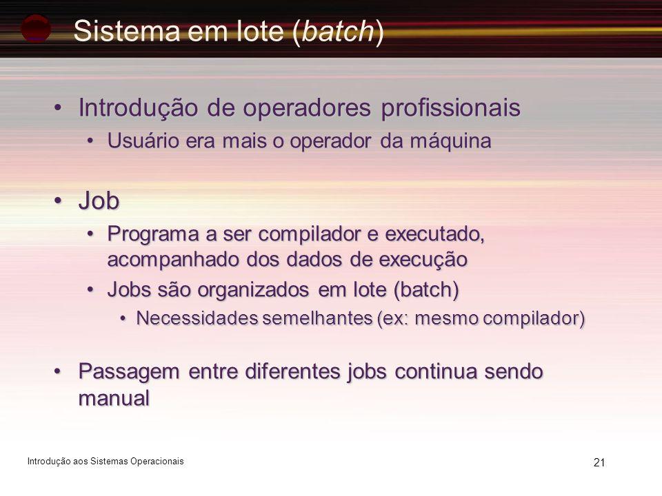 21 Sistema em lote (batch) Introdução de operadores profissionaisIntrodução de operadores profissionais Usuário era mais o operador da máquinaUsuário