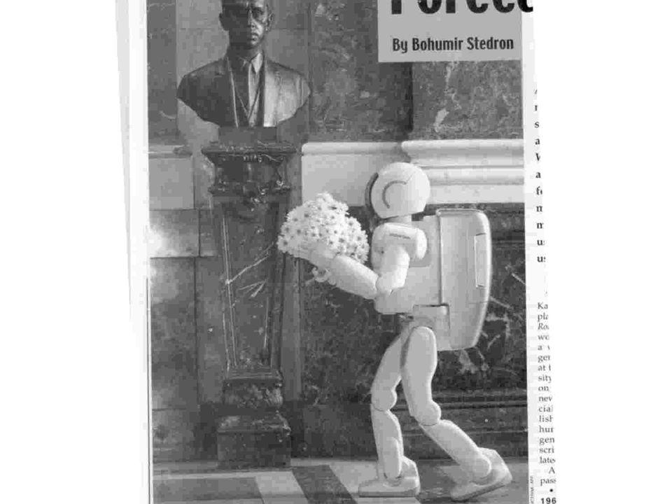 5 Robot levando flores a Karol Kapek