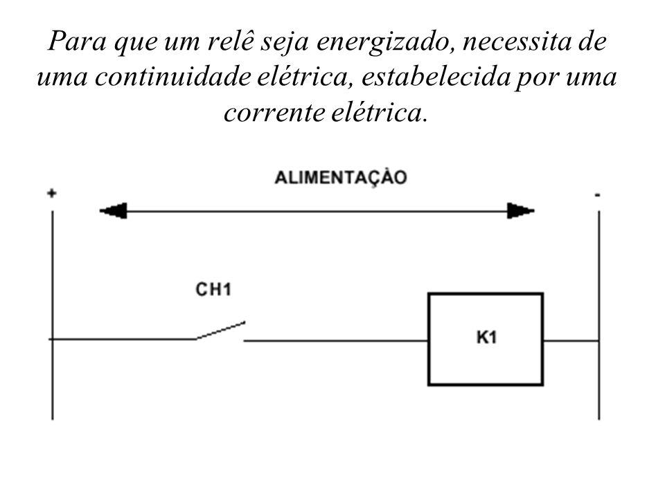 Para que um relê seja energizado, necessita de uma continuidade elétrica, estabelecida por uma corrente elétrica.