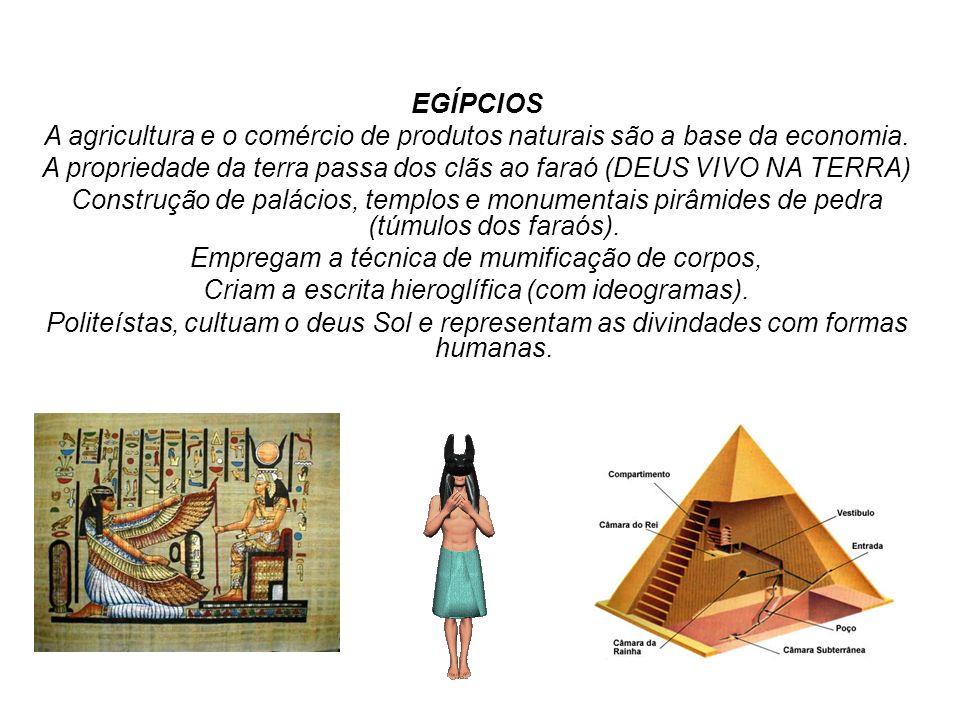 EGÍPCIOS A agricultura e o comércio de produtos naturais são a base da economia. A propriedade da terra passa dos clãs ao faraó (DEUS VIVO NA TERRA) C