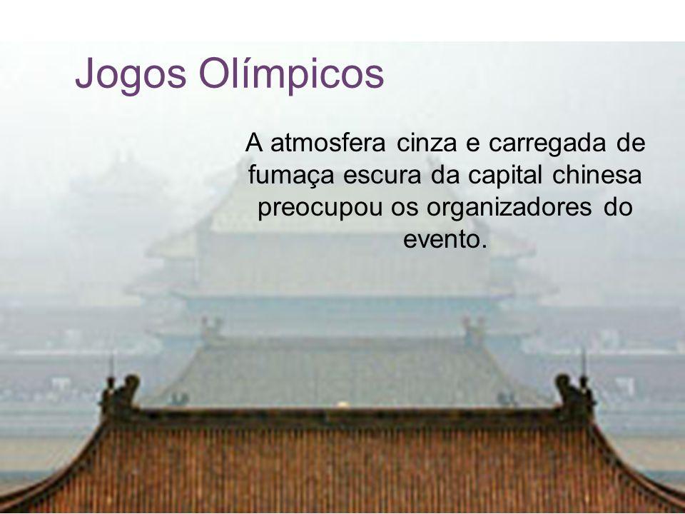 Jogos Olímpicos A atmosfera cinza e carregada de fumaça escura da capital chinesa preocupou os organizadores do evento.