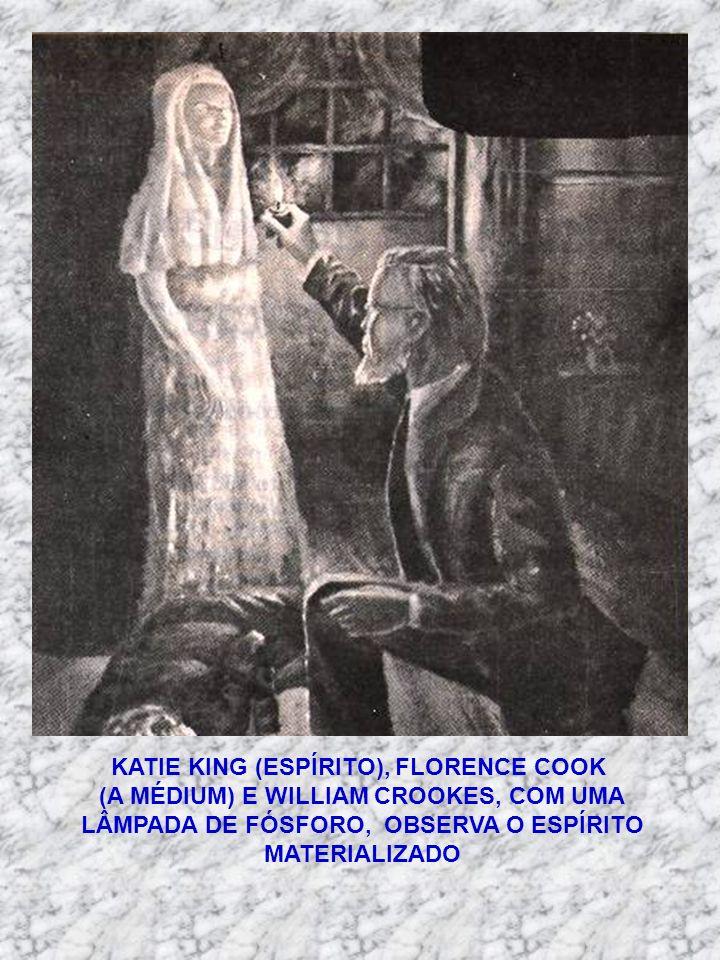 KATIE KING (ESPÍRITO), FLORENCE COOK (A MÉDIUM) E WILLIAM CROOKES, COM UMA LÂMPADA DE FÓSFORO, OBSERVA O ESPÍRITO MATERIALIZADO