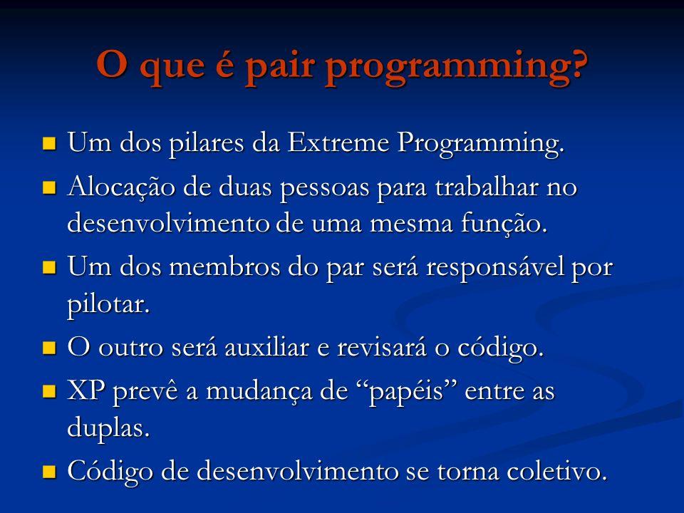 O que é pair programming? Um dos pilares da Extreme Programming. Um dos pilares da Extreme Programming. Alocação de duas pessoas para trabalhar no des
