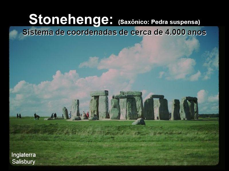 Sistema de coordenadas de cerca de 4.000 anos Stonehenge: (Saxônico: Pedra suspensa) Sistema de coordenadas de cerca de 4.000 anos Inglaterra Salisbur