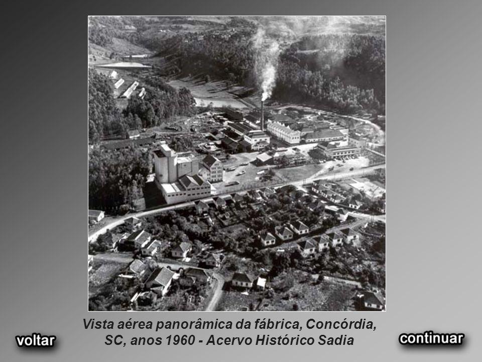 Vista aérea panorâmica da fábrica, Concórdia, SC, anos 1960 - Acervo Histórico Sadia