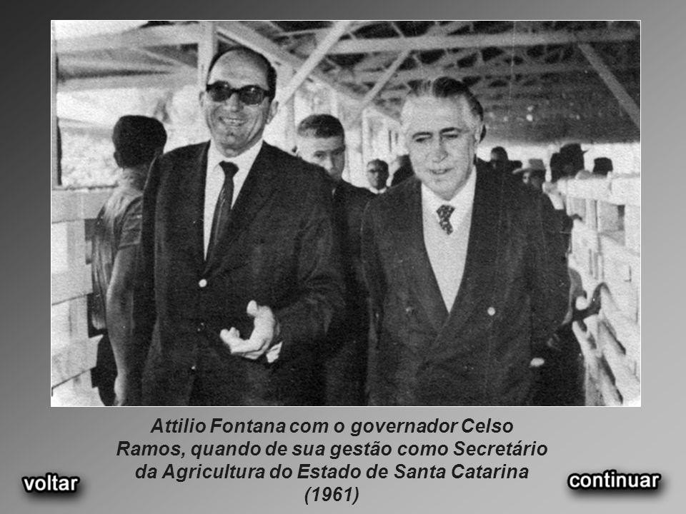 Attilio Fontana com o governador Celso Ramos, quando de sua gestão como Secretário da Agricultura do Estado de Santa Catarina (1961)