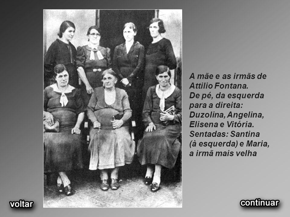 A mãe e as irmãs de Attilio Fontana. De pé, da esquerda para a direita: Duzolina, Angelina, Elisena e Vitória. Sentadas: Santina (à esquerda) e Maria,
