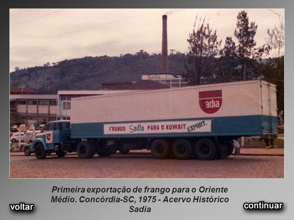 Primeira exportação de frango para o Oriente Médio. Concórdia-SC, 1975 - Acervo Histórico Sadia