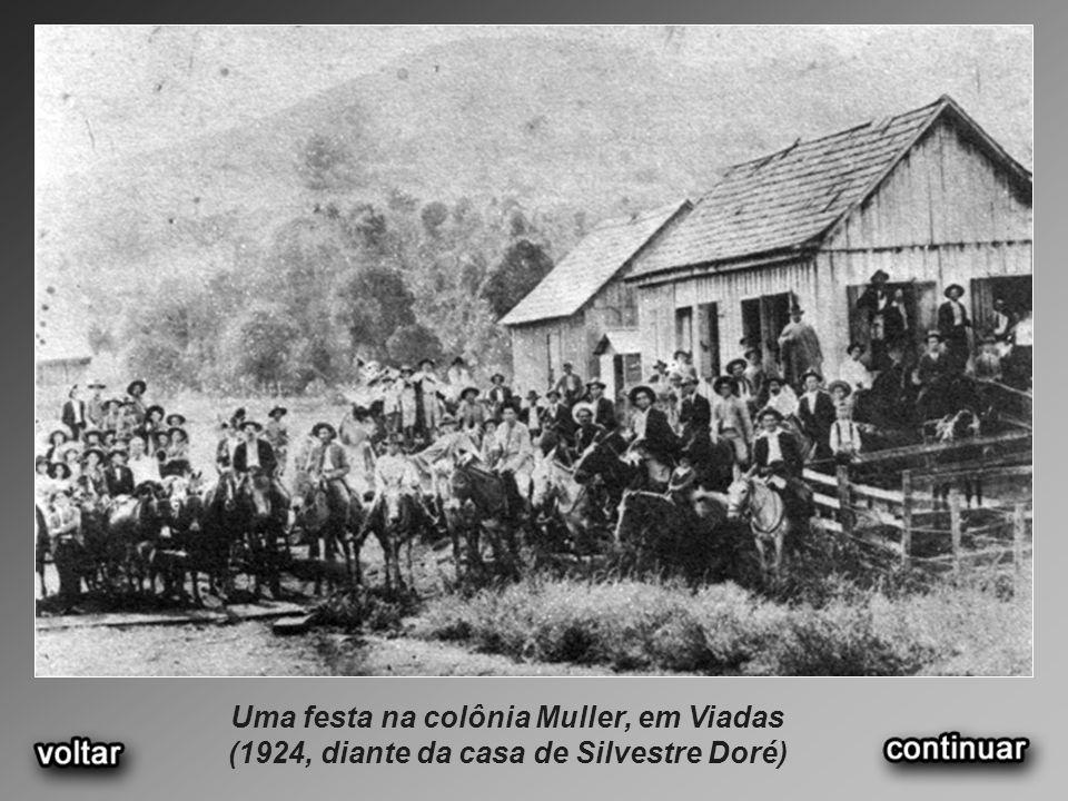 Uma festa na colônia Muller, em Viadas (1924, diante da casa de Silvestre Doré)