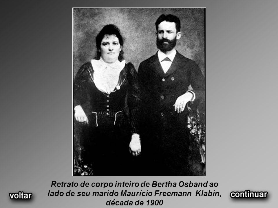 Retrato de corpo inteiro de Bertha Osband ao lado de seu marido Maurício Freemann Klabin, década de 1900