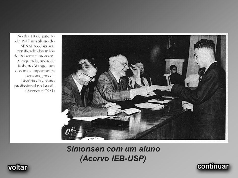 Simonsen com um aluno (Acervo IEB-USP)