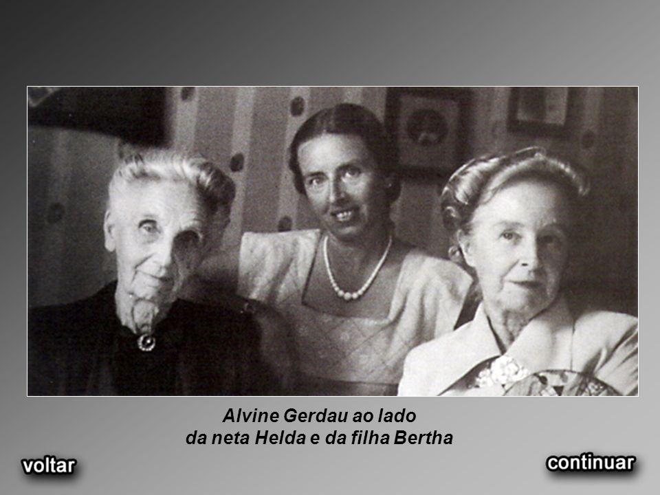 Alvine Gerdau ao lado da neta Helda e da filha Bertha
