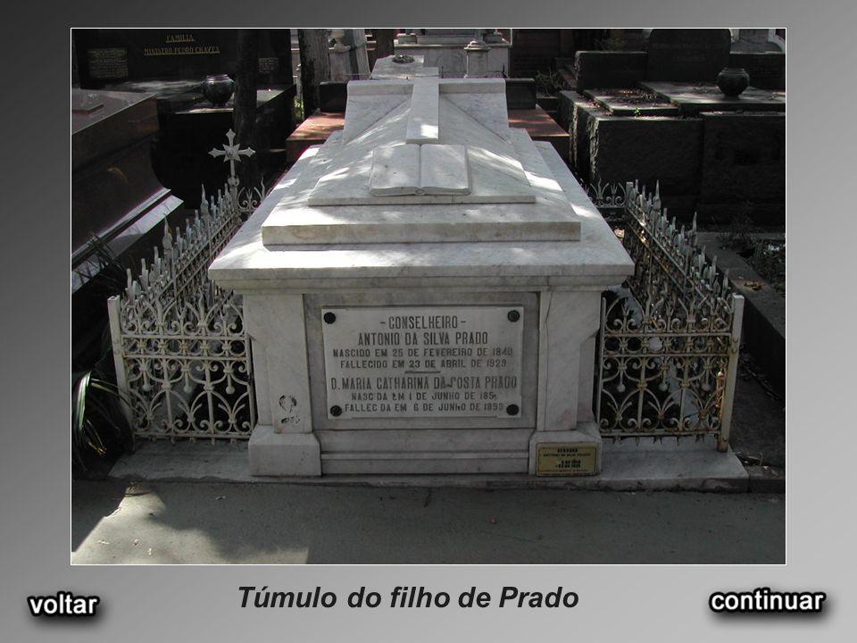 Túmulo do filho de Prado