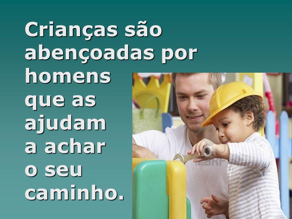 Crianças são abençoadas por homens que as ajudam a achar o seu caminho.
