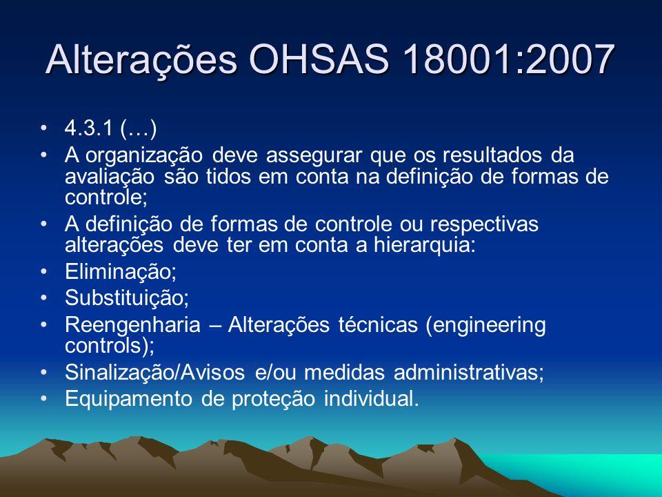 Alterações OHSAS 18001:2007 É feita uma referência explícita à gestão da mudança: É necessária a identificação de perigos e riscos associados às alterações na organização, no SGSST ou nas suas atividades, antes destas ocorrerem (4.3.1);