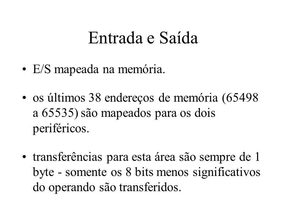 Entrada e Saída E/S mapeada na memória. os últimos 38 endereços de memória (65498 a 65535) são mapeados para os dois periféricos. transferências para