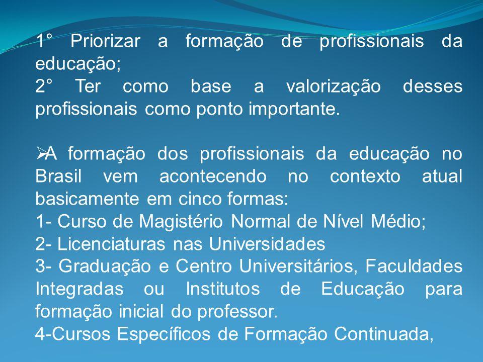 1° Priorizar a formação de profissionais da educação; 2° Ter como base a valorização desses profissionais como ponto importante. A formação dos profis