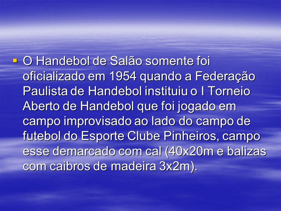 O Handebol de Salão somente foi oficializado em 1954 quando a Federação Paulista de Handebol instituiu o I Torneio Aberto de Handebol que foi jogado e