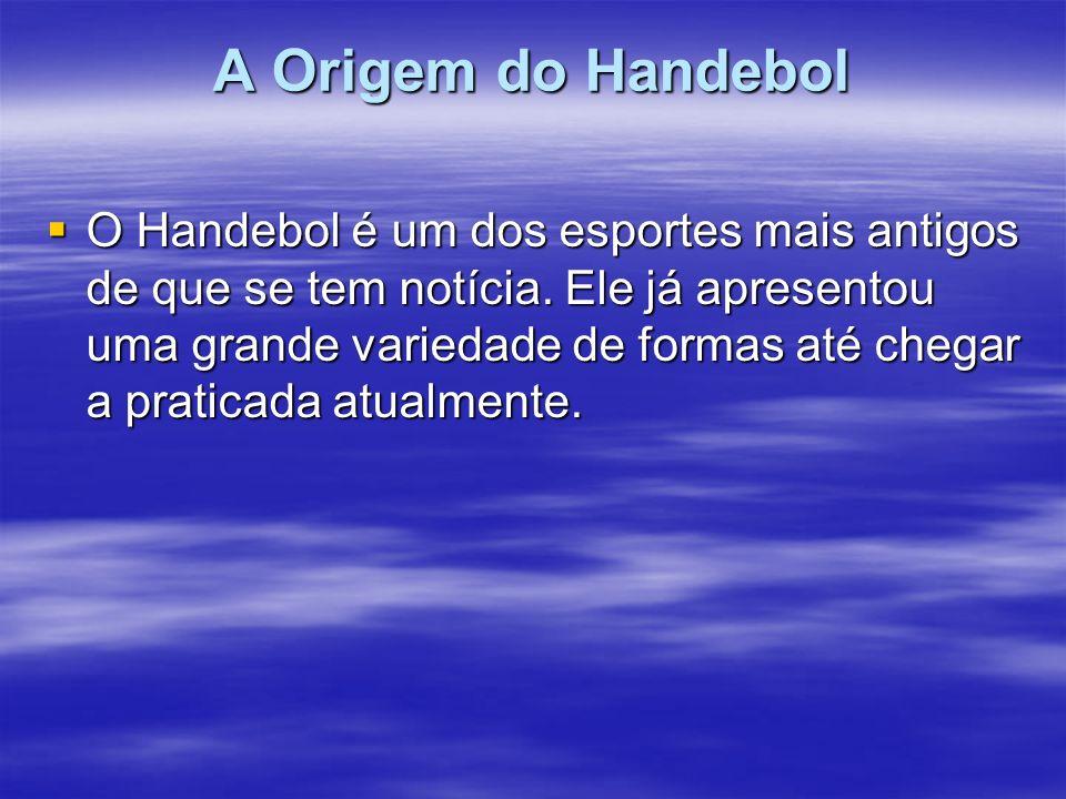 A Bola Existem três tamanhos de bolas de Handebol, cada uma possui um certo peso pré-determinado e representa uma categoria específica.
