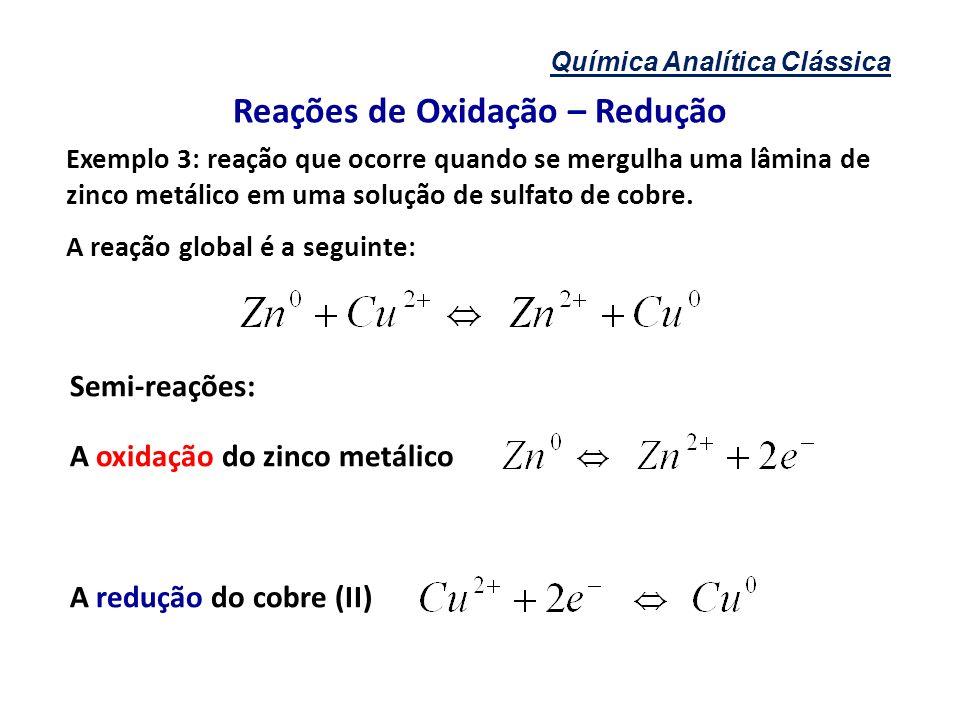 Química Analítica Clássica Reações de Oxidação – Redução Exemplo 3: reação que ocorre quando se mergulha uma lâmina de zinco metálico em uma solução d