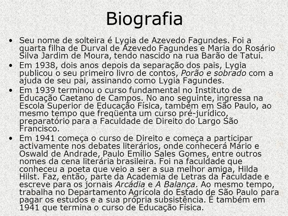 Em 1944 publica Praia Viva.Em 1950 casa-se com o jurista Gofredo da Silva Teles Jr.