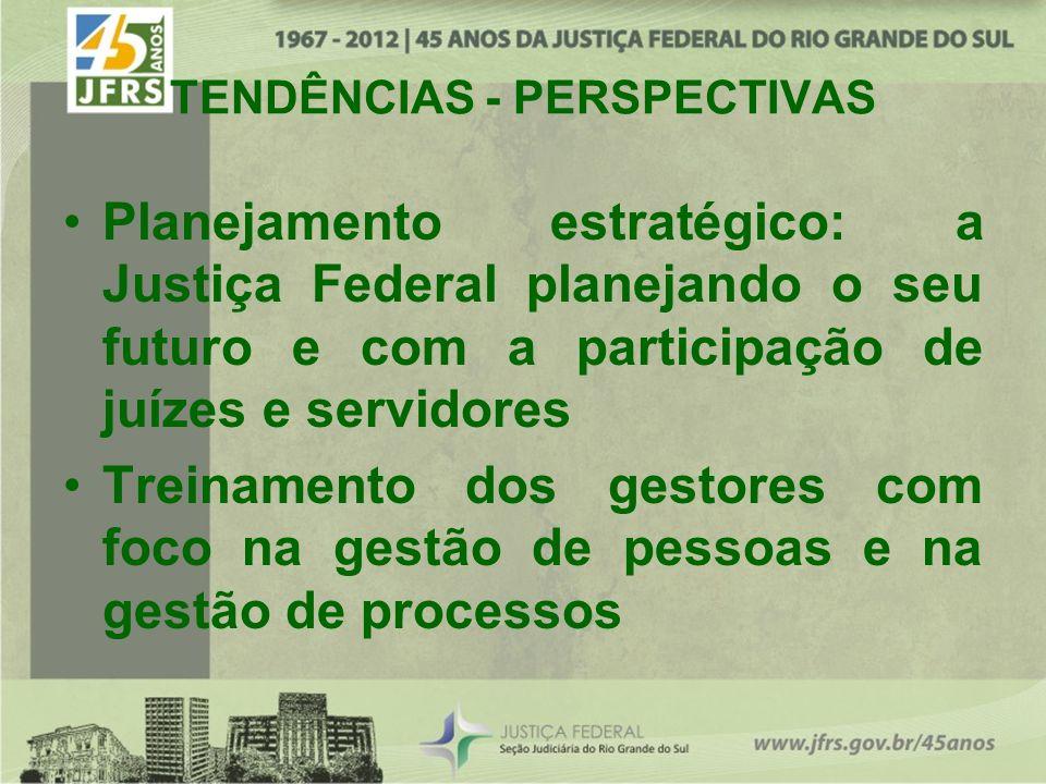 Planejamento estratégico: a Justiça Federal planejando o seu futuro e com a participação de juízes e servidores Treinamento dos gestores com foco na gestão de pessoas e na gestão de processos