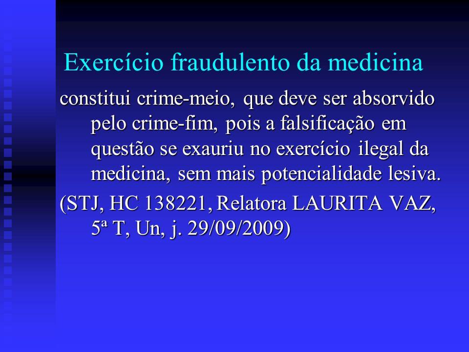 Exercício fraudulento da medicina constitui crime-meio, que deve ser absorvido pelo crime-fim, pois a falsificação em questão se exauriu no exercício