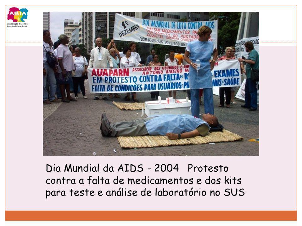 Dia Mundial da AIDS - 2004 Protesto contra a falta de medicamentos e dos kits para teste e análise de laboratório no SUS