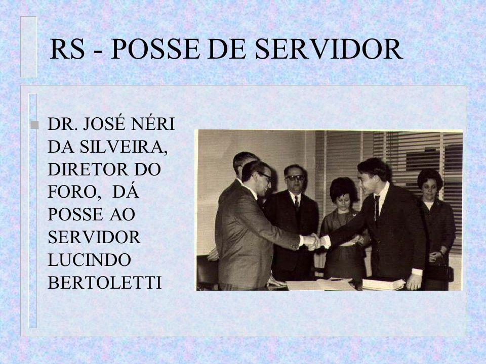 RS - POSSE DE SERVIDOR n DR. JOSÉ NÉRI DA SILVEIRA, DIRETOR DO FORO, DÁ POSSE AO SERVIDOR LUCINDO BERTOLETTI
