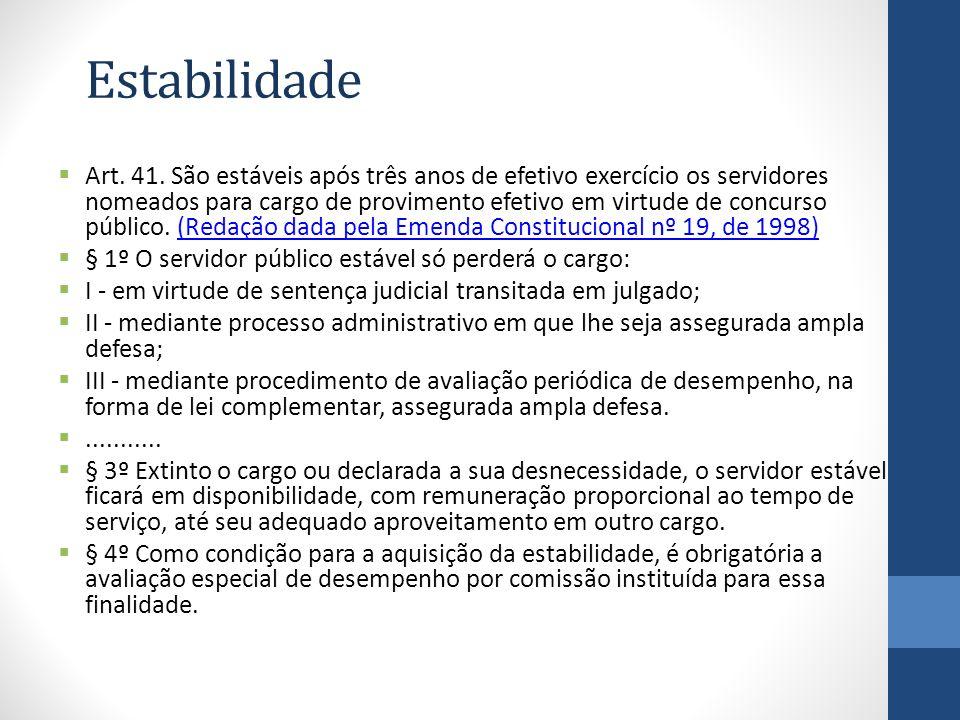 Estabilidade Art. 41. São estáveis após três anos de efetivo exercício os servidores nomeados para cargo de provimento efetivo em virtude de concurso