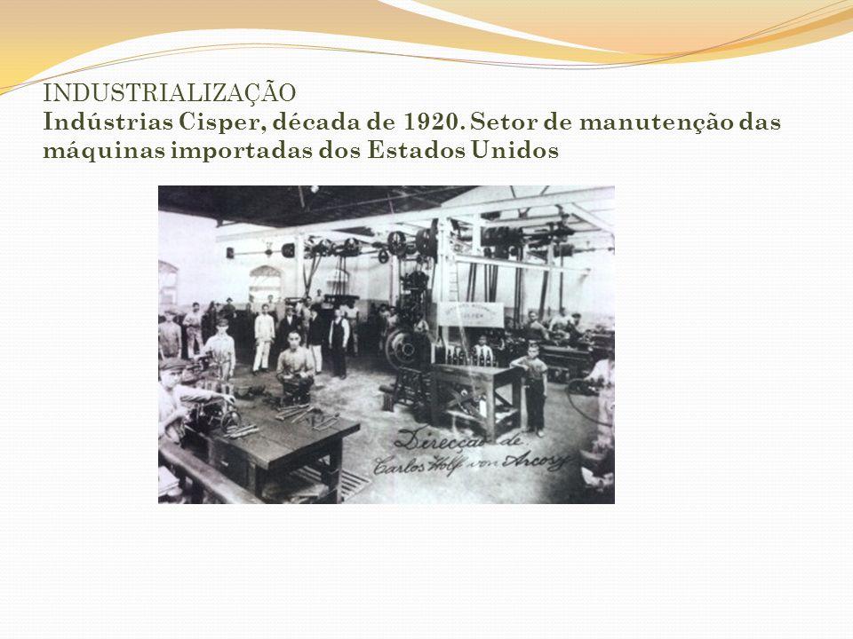 IMIGRAÇÃO Desembarque de imigrantes no Porto de Santos.