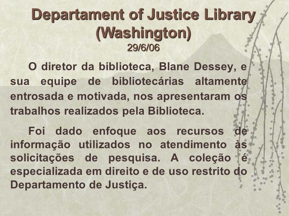 O diretor da biblioteca, Blane Dessey, e sua equipe de bibliotecárias altamente entrosada e motivada, nos apresentaram os trabalhos realizados pela Bi