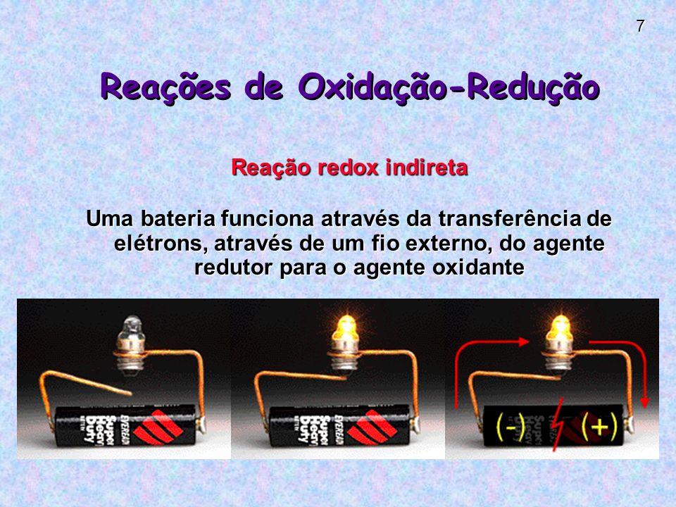 7 Reações de Oxidação-Redução Reação redox indireta Uma bateria funciona através da transferência de elétrons, através de um fio externo, do agente redutor para o agente oxidante
