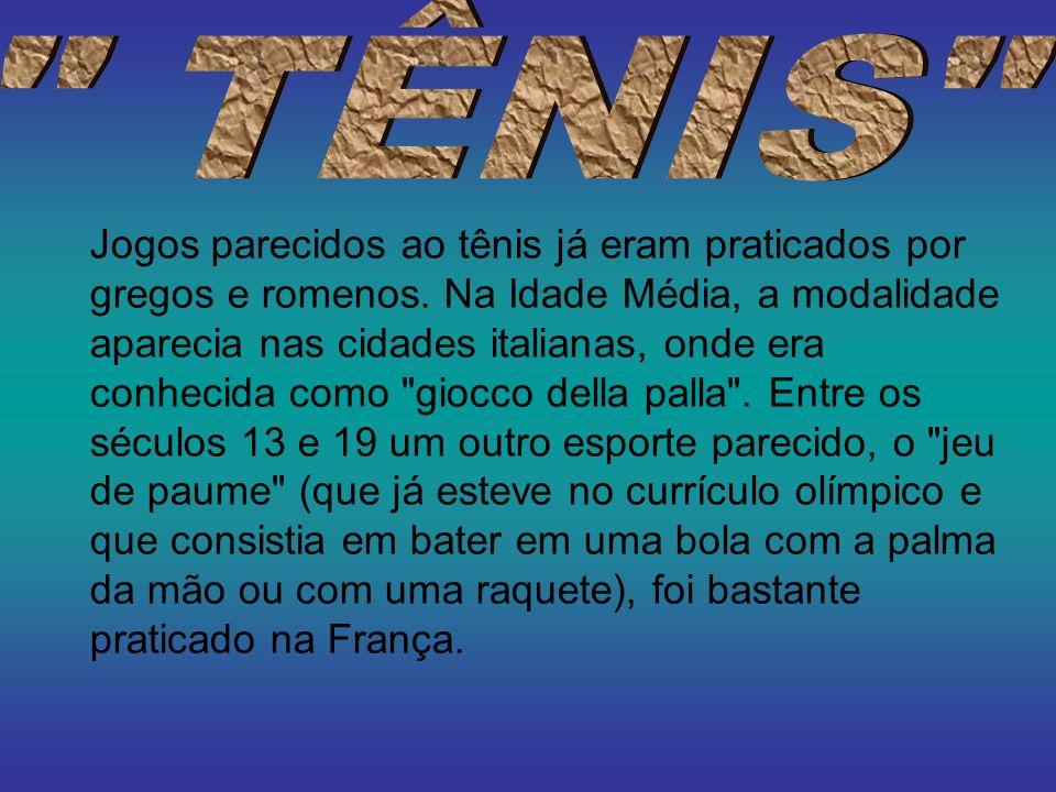 Jogos parecidos ao tênis já eram praticados por gregos e romenos. Na Idade Média, a modalidade aparecia nas cidades italianas, onde era conhecida como