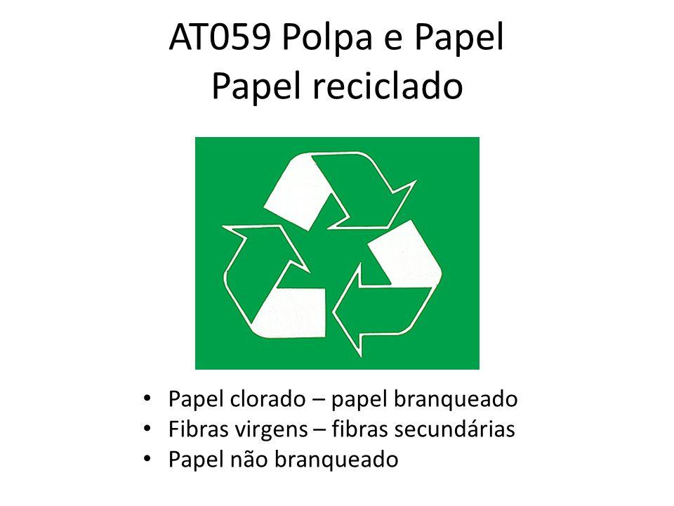 Reciclagem do papel O processo inicial da reciclagem dá-se na separação do lixo do papel, em seguida existe um banho de detergentes e solventes para retirar a tinta.