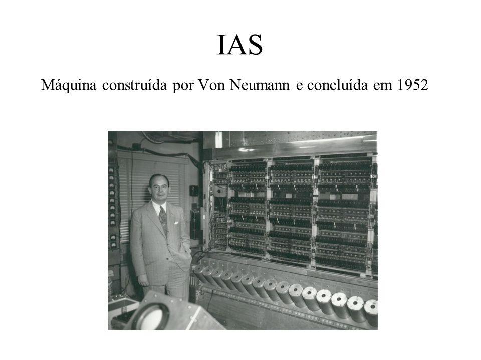 IAS Máquina construída por Von Neumann e concluída em 1952