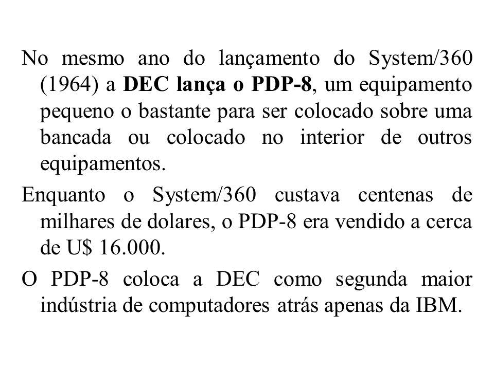 No mesmo ano do lançamento do System/360 (1964) a DEC lança o PDP-8, um equipamento pequeno o bastante para ser colocado sobre uma bancada ou colocado