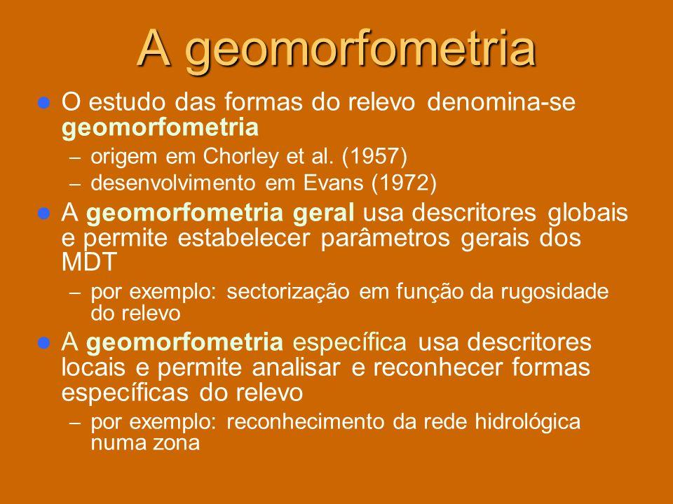 A geomorfometria O estudo das formas do relevo denomina-se geomorfometria – origem em Chorley et al. (1957) – desenvolvimento em Evans (1972) A geomor