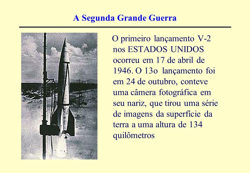 A Segunda Grande Guerra O primeiro lançamento V-2 nos ESTADOS UNIDOS ocorreu em 17 de abril de 1946. O 13o lançamento foi em 24 de outubro, conteve um