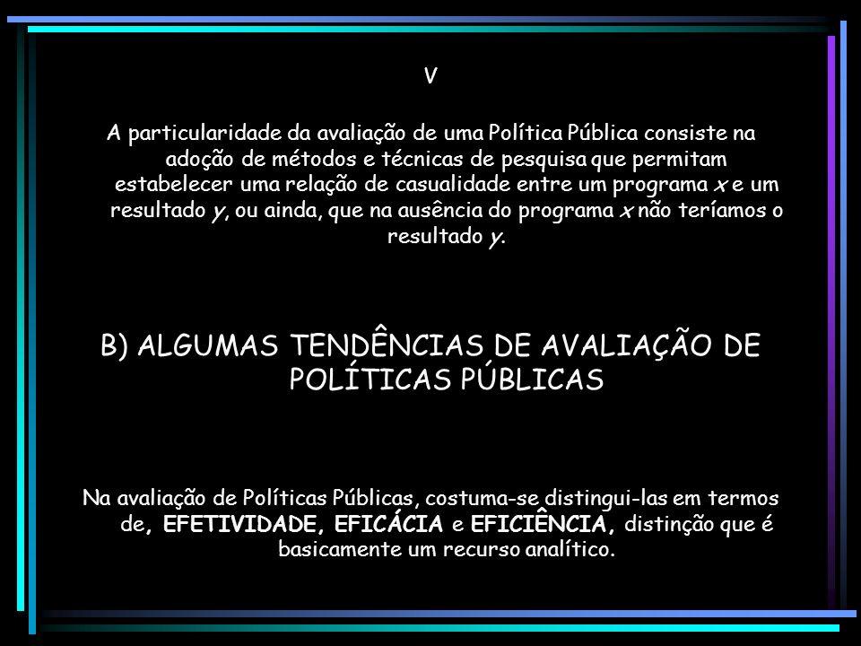 II Por avaliação de política entende-se o exame dos pressupostos e fundamentos de um determinado curso da ação pública e de seus resultados independen