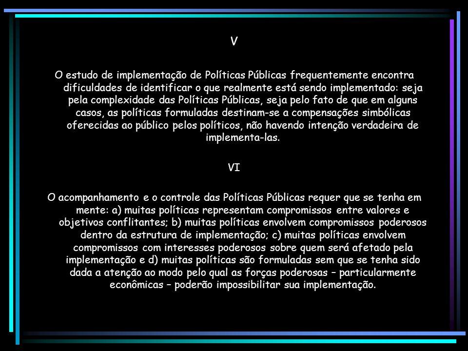 III A responsabilidade por uma política cabe aos agentes situados no topo do processo político e são quatro as variáveis mais importantes: a) a nature