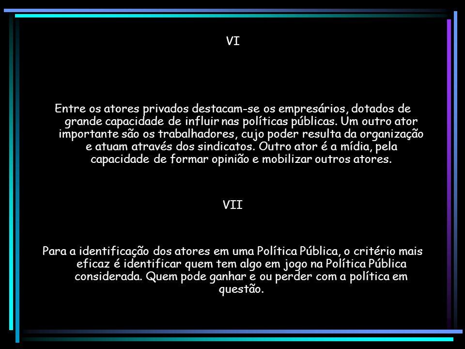 E) A IMPLEMENTAÇÃO DE POLÍTICAS PÚBLICAS I Desde a década de 70, o estudo das Políticas Públicas indica existir um elo perdido entre a tomada de decisão e a avaliação dos resultados: a implementação.