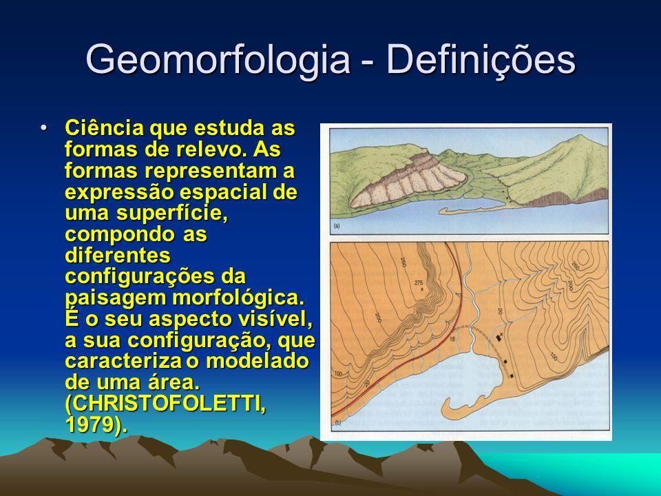 Geomorfologia - Definições Ciência que estuda as formas de relevo. As formas representam a expressão espacial de uma superfície, compondo as diferente