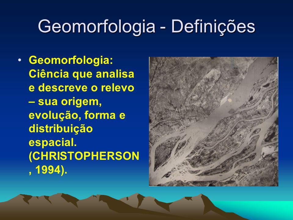 Geomorfologia - Definições Geomorfologia: Ciência que analisa e descreve o relevo – sua origem, evolução, forma e distribuição espacial. (CHRISTOPHERS