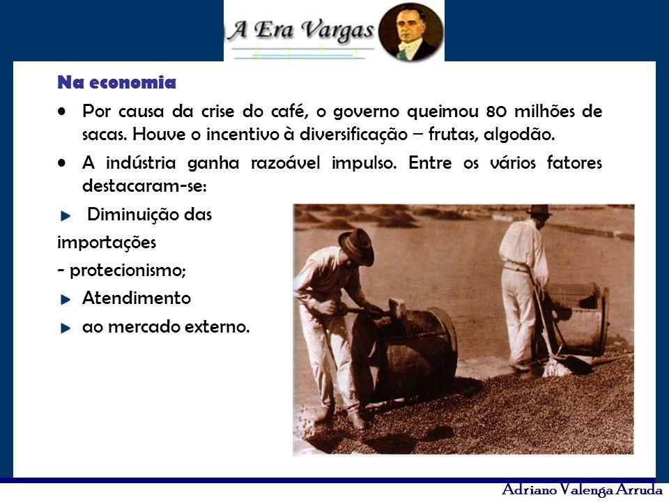 Na economia Por causa da crise do café, o governo queimou 80 milhões de sacas. Houve o incentivo à diversificação – frutas, algodão. A indústria ganha