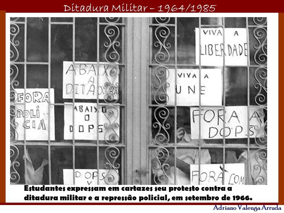 Ditadura Militar – 1964/1985 Adriano Valenga Arruda Estudantes expressam em cartazes seu protesto contra a ditadura militar e a repressão policial, em