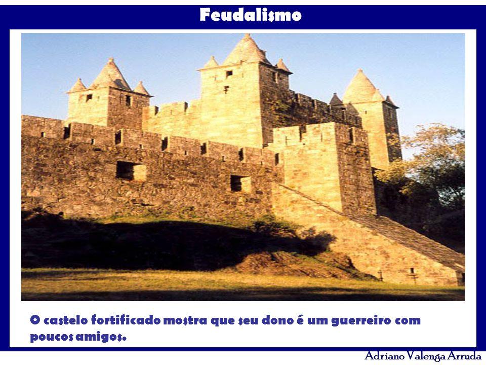 Feudalismo Adriano Valenga Arruda O castelo fortificado mostra que seu dono é um guerreiro com poucos amigos.